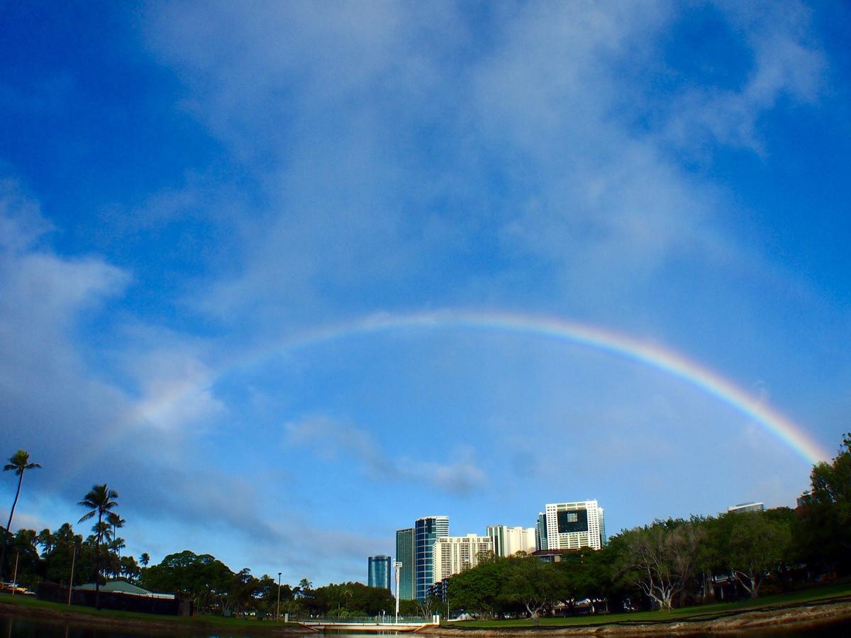 ハワイ 語 虹 ハワイ語で「海」「空」「虹」「思い出」が分かる方いますか?教えてください....